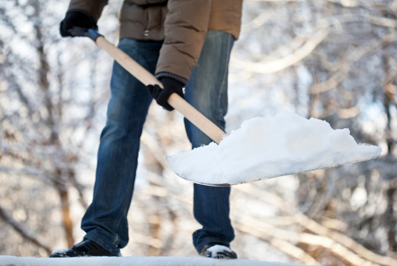 Очистка снега кровли